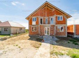 Casă în construcție în Zimandu Nou