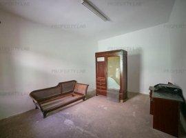 Apartament 2 camere, la curte, in Aradul Nou