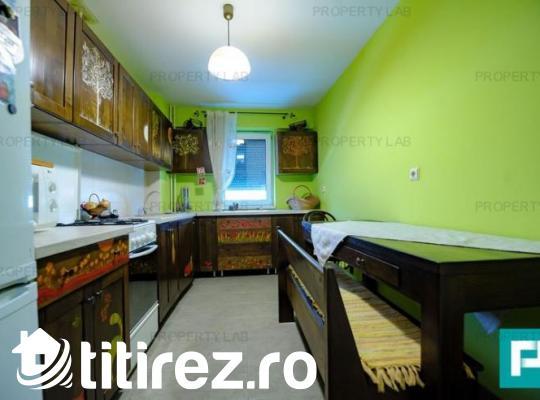 Apartament renovat, cu trei camere, de închiriat. Aurel Vlaicu, lângă Kaufland.