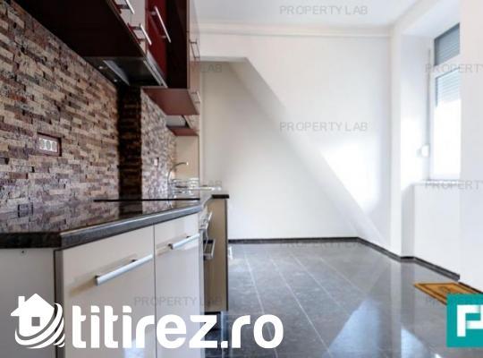 Apartament renovat, cu două camere, de închiriat. Zona Intim.