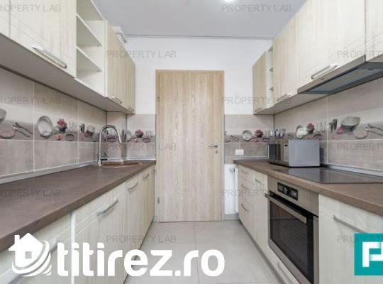 Apartament ultracentral, cu trei camere, de închiriat. Arad Plaza.