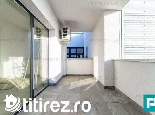 Apartament utracentral, cu două camere, nemobilat, de închiriat. Arad Plaza.