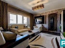 Apartament primitor, cu trei camere. Cartier Confecții.