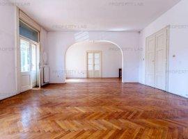 Apartament spatios, cu 3 camere, in Piata Catedralei