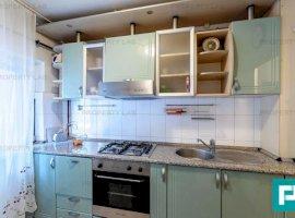 Apartament cu 3 camere de vânzare în zona Miorita