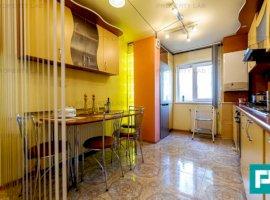 Apartament decomandat cu 3 camere, zona 300