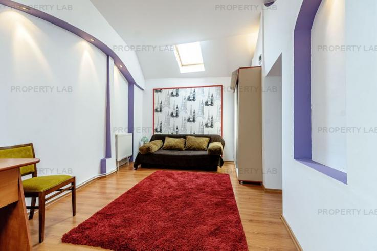 De închiriat: Apartament central cu 3 camere.