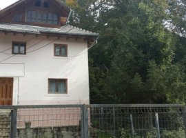 Vanzare  casa Dambovita, Moroeni  - 100000 EURO