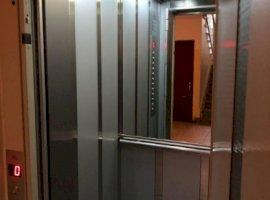 Vanzare  apartament  cu 2 camere  semidecomandat Bucuresti, Centrul Vechi  - 99000 EURO