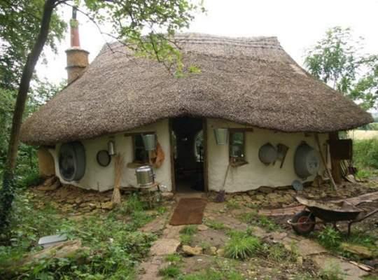 Un englez a construit o casa cu 150 de lire