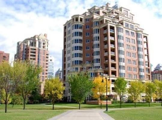 Dezvoltatorii imobiliari dau vina pe autorizatii de constructie si lipsa finantarii bancare pentru intarzierea proiectelor rezidentiale