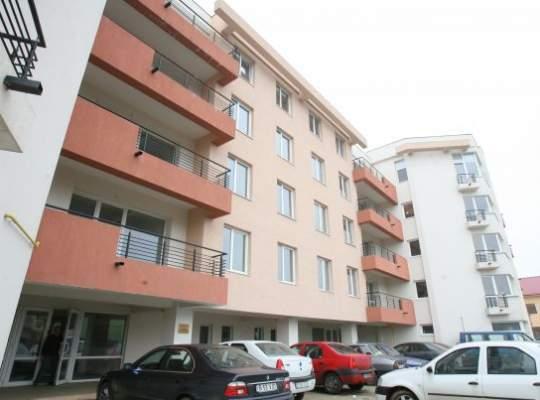 Peste o treime dintre români ar lua credit ca să își cumpere casă