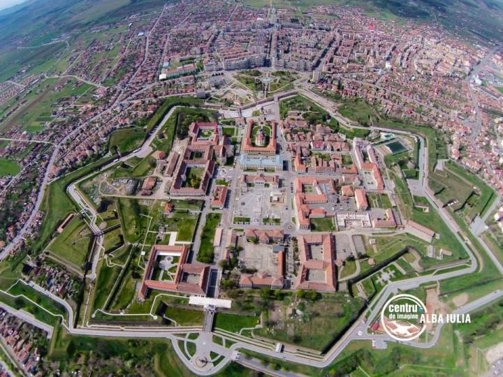 Primăria din Alba Iulia va aloca între 10 şi 30 mil. euro pentru proiecte de tip smart city în următorii 8 ani